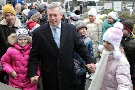 Губернатор поздравил юных жителей области с наступающим Новым годом