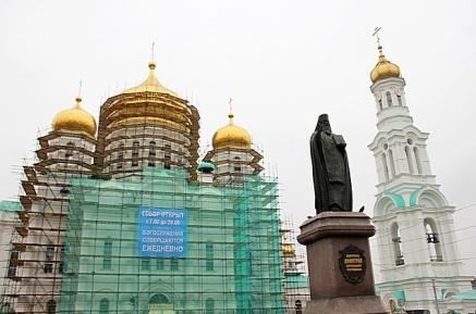 Реконструкция не мешает работе Ростовского кафедрального собора