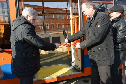 Министр транспорта Ростовской области Виталий Кушнарев принял участие в торжественном пуске новых трамваев в г.Таганроге
